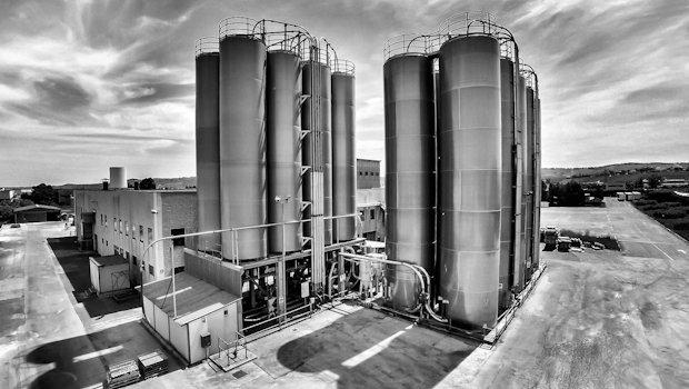 Silos for raw material stock. Atessa plant (Chieti - Southern Italy).